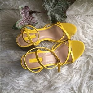 Forever 21 Heel Yellow Patent Sandals Size 7 NWT